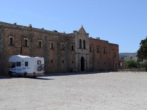 Knaus at Arkadi